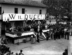 Canelli manifestazione fascista anni '30 foto Livio Bobbio